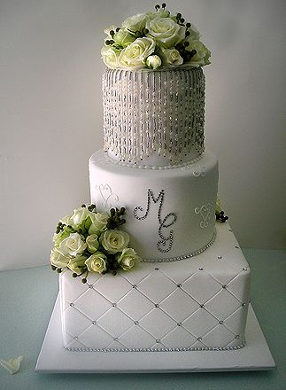 such a glamourous wedding cake