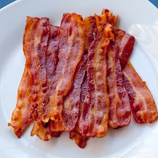 tip: how to cook bacon in one batch without the splatters and burns - it makes mornings so much easier. life changing!!
