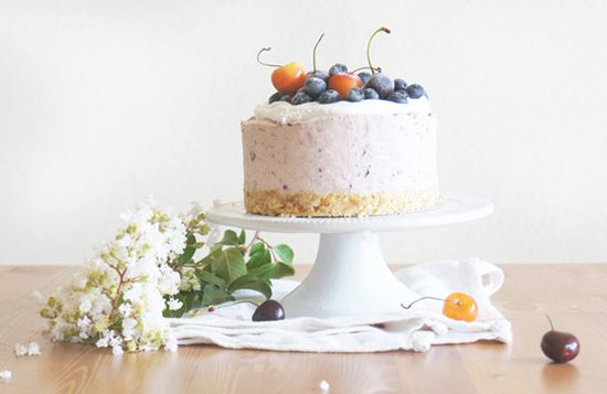 No Bake Cherry-Blueberry Summer Cheesecake by sugaryandbuttery #Cheesecake #No_Bake