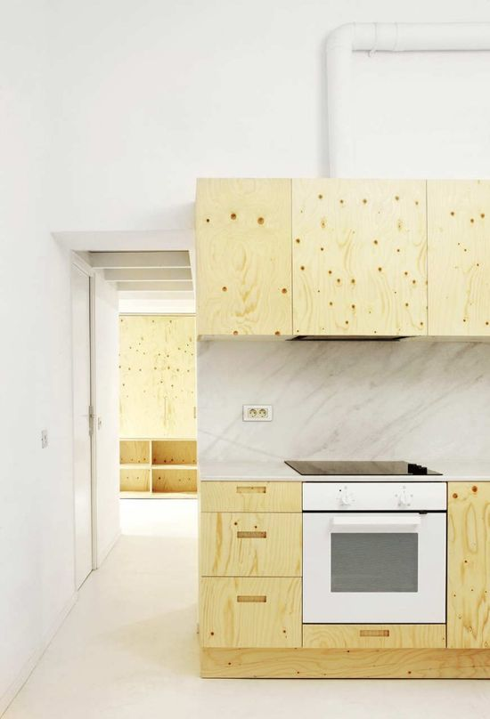 Interior in plywood, marble and white - Arquitectura-G