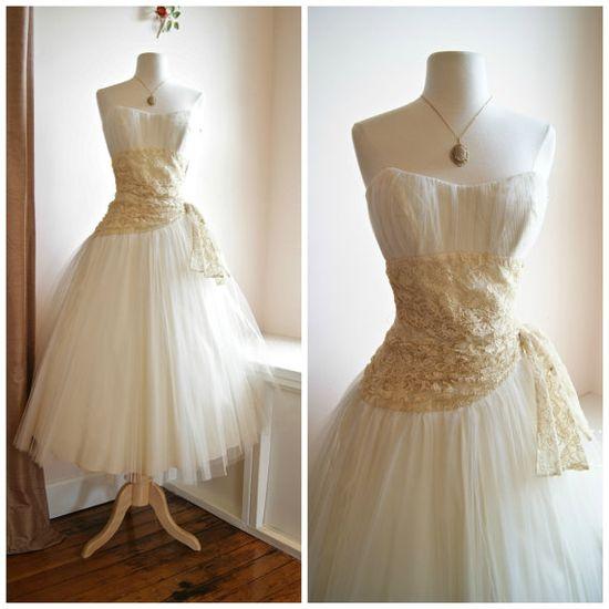 "50s Wedding Dress // Vintage 1950s Tea Length Wedding Dress Lace and Tulle Waist 26"" on Etsy, $425.00"