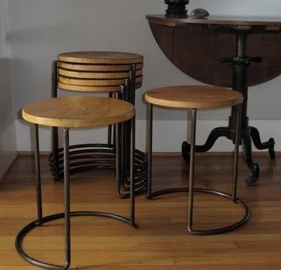 A de T stackable table/stool