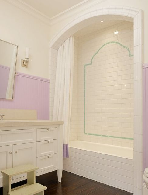 Tub niche, for child's bathroom