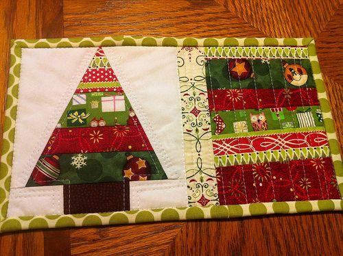 Christmas mug rug - front.