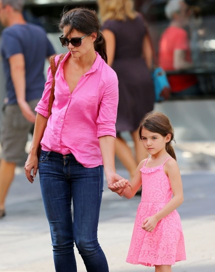 Katie Holmes with daughter Suri Cruise looking pretty in pink!