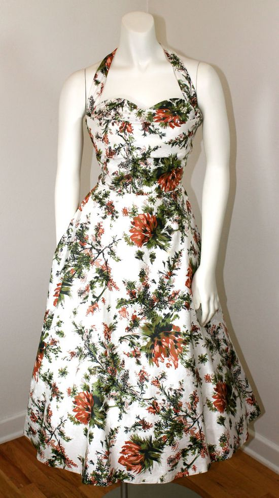 I absolutely adore the autumnal palette of this marvelously pretty 1950s halter dress. #vintage #dress #halter #1950s #fifties #fashion #clothing