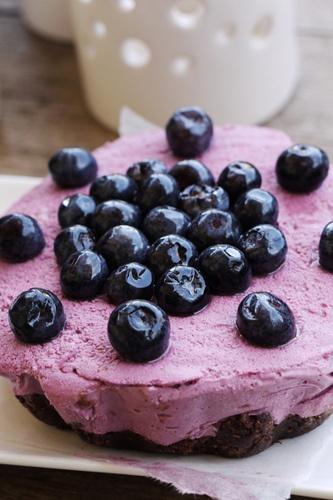 blueberry cheesecake: raw and vegan