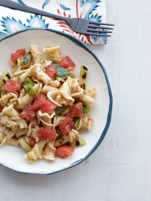 Pasta with Fresh Tomatoes and Grilled Scallions // More Healthy Pasta: www.foodandwine.c... #foodandwine