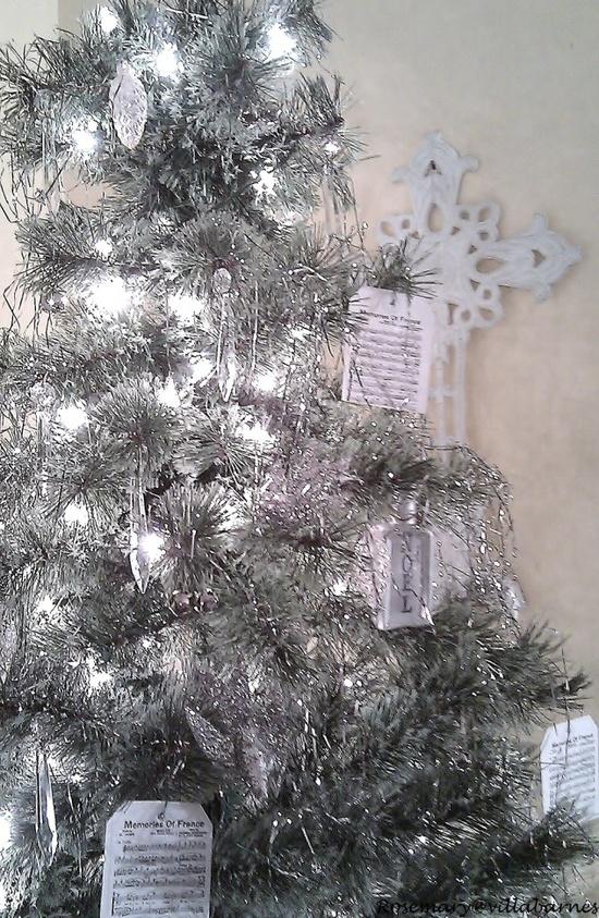 silver-christmas-tree