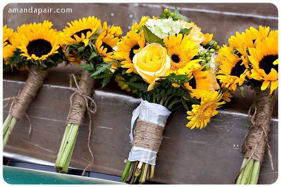 sunflower-bridesmaid-bouquets. #dawninvitescontest