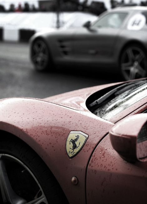 oh to be lucky enough to take such fine photos of pretty cars