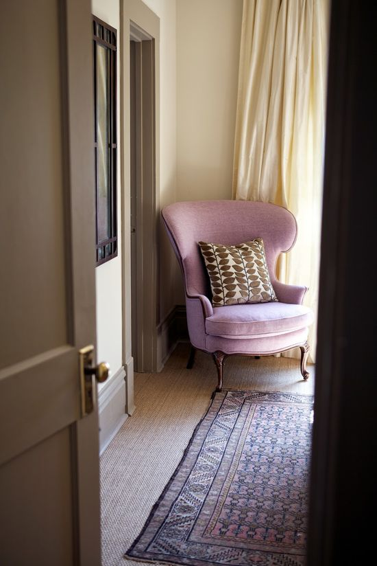 × Bits of lilac & lavender, in such a lovely setting… / #interior #purple