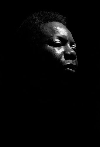 "American singer, songwriter, pianist, arranger, and civil rights activist: Eunice Kathleen Waymon ""NINA SIMONE"" (February 21, 1933–April 21, 2003) IMAGE: Nina Simone performing at Ronnie Scott's, London 9 January 1984."