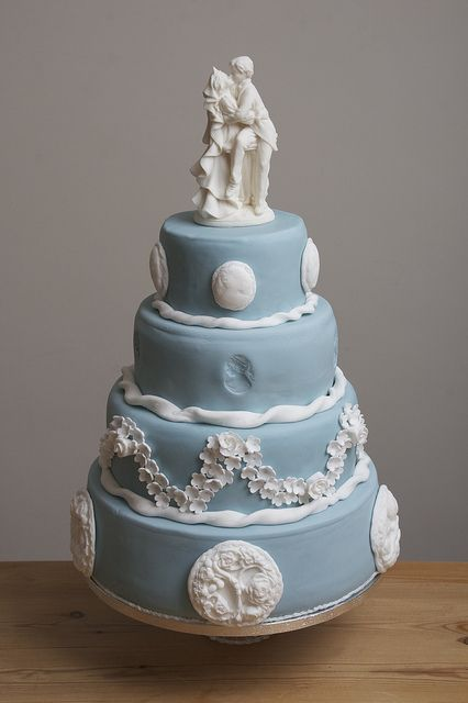 An immensely elegant, timelessly lovely Wedgwood wedding cake. #cake #wedding #decorated #blue #vintage #Wedgwood #food