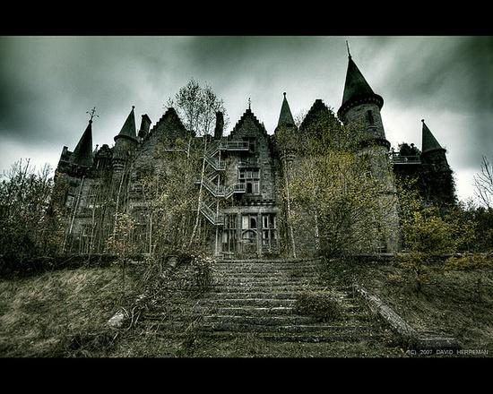 Abandoned castle of Noisy (Miranda) in Belgium by David Herreman
