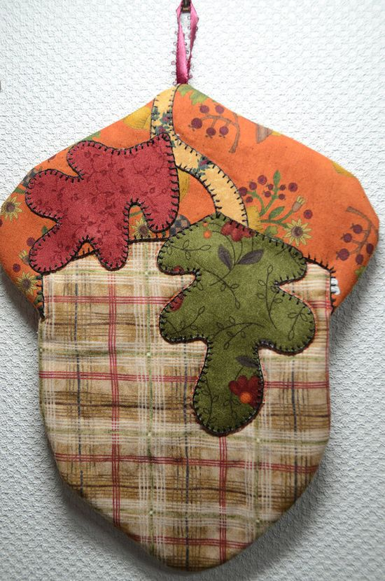 Get ready for Autumn and cooler weather with this mug rug.  Would make a nice potholder too