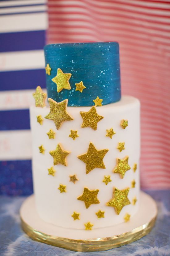 starry wedding cake // photo by Love, The Nelsons; styling by Sweet Sunday Events // ruffledblog.com/...