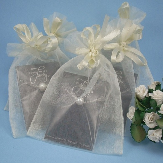 Packaging jewelry