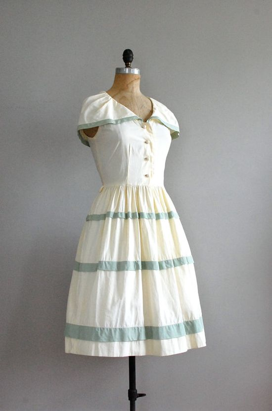 Love, love this 1940s dress!