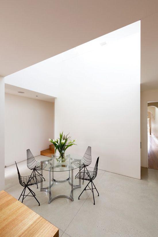 Bondi House / Fearns Studio #diningroom #skylight
