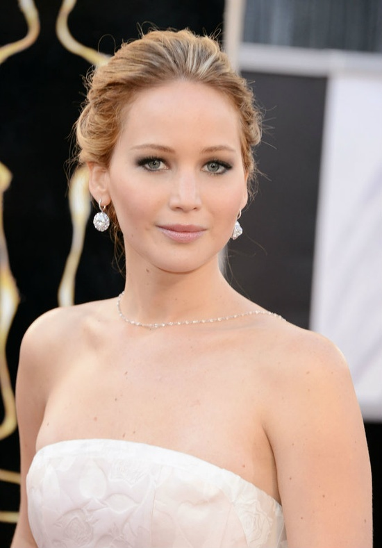 Jennifer Lawrence was a pretty picture at the #Oscars red carpet 2013