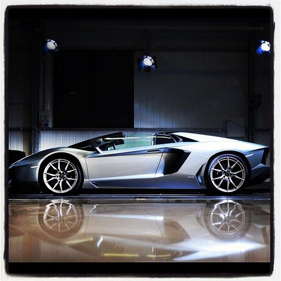 10 Beautiful and Fast Sport Cars LAMBORGHINI AVENTADOR