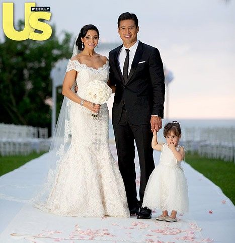 mario lopez wedding - Google Search..absolutely love her bouquet!.rosary.and Vail.