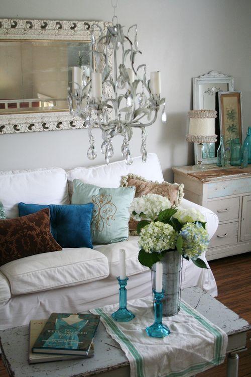 Heather Kowalski's beautiful shabby, rustic, cottage chic living room