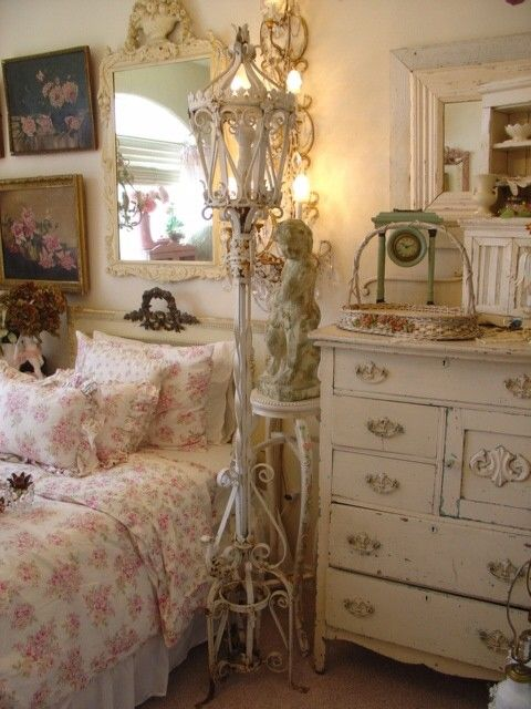 such lovely #shabbiness in this #bedroom