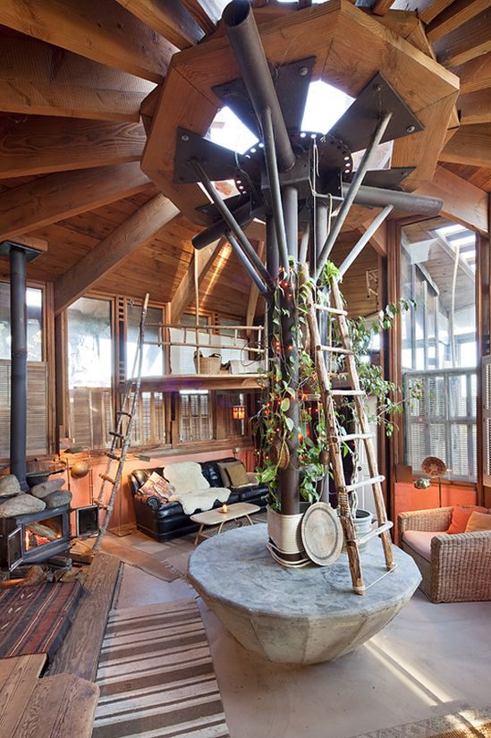 PHOTO BY KODIAK GREENWOOD / from Handmade Houses: A Century of Earth-Friendly Home Design (Rizzoli) / Copyright 2013 / All Rights Reserved.