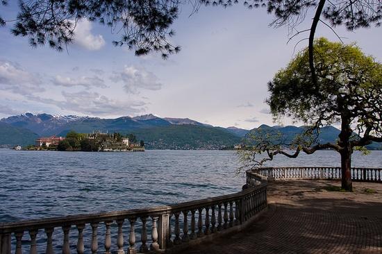 vista de la Isola Bella de las Orillas del Lago Maggiore (Cerca de Stresa)