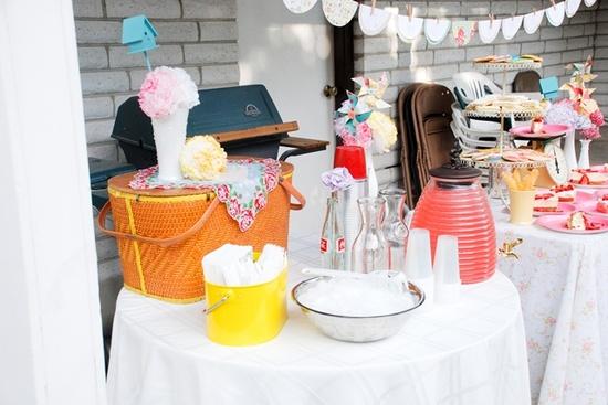 Vintage picnic party decor
