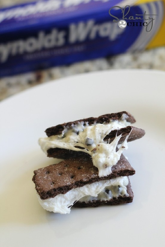 Easy White Chocolate S'mores in the oven... So easy and NO MESS! Woohoo!