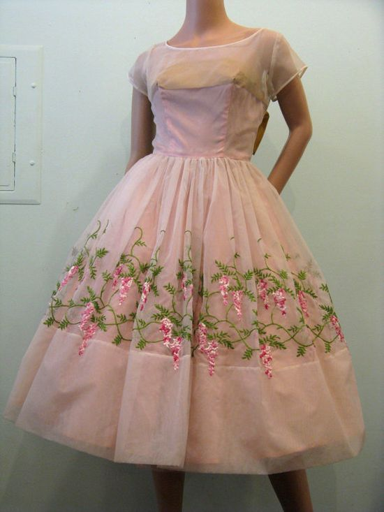 I completely ? the pink and white wisteria looping around this beautiful 1950s party/prom dress. #vintage #fashion #clothing #pink #1950s #dress