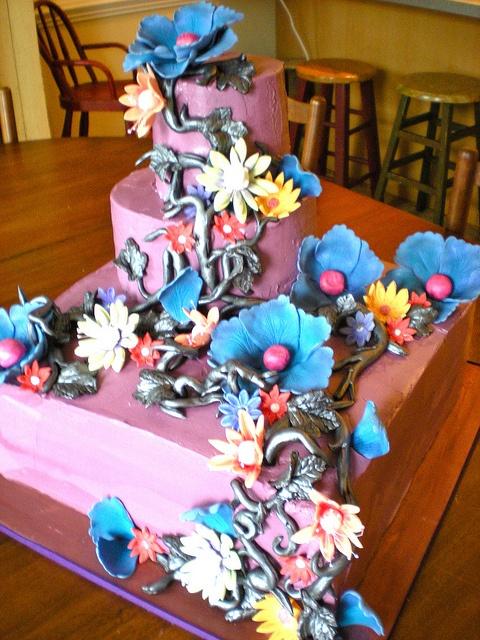A Tim Burtonish Wedding Cake