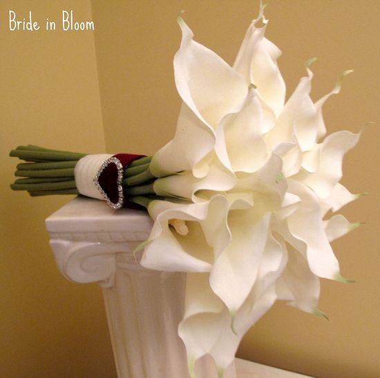 love cala lilies.... In memory flowers
