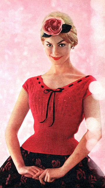 Absolutely charming 1950s holiday season outfit inspiration. #vintage #1950s #Christmas #fashion