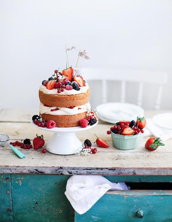 Berries, cream and cake