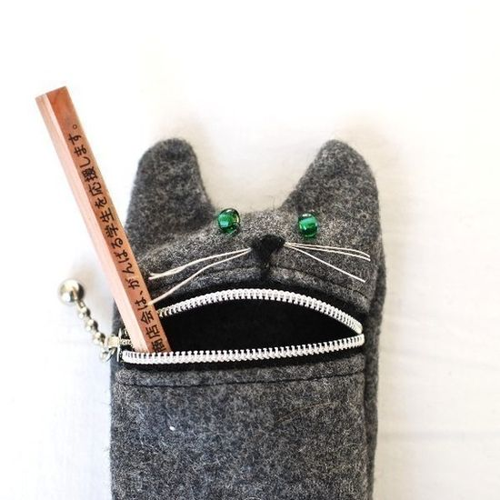 Need this Pencil case, I'd be the coolest kid in school!