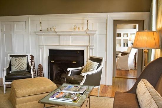colors and furniture arrangement