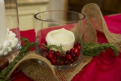 #DIY Holiday candle arrangements - so cute! #Christmas #decor #holiday