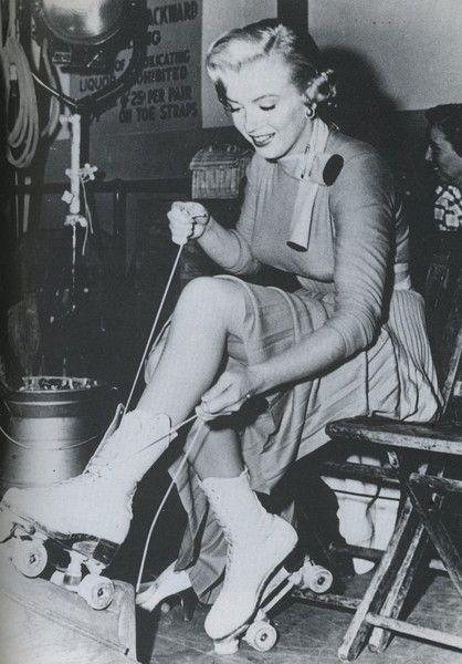Marilyn Monroe in roller skates