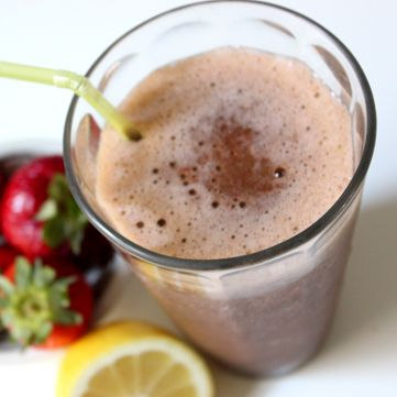 A Detoxing Treat: Strawberry Lemonade Smoothie