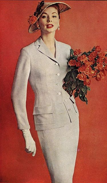 A bouquet's worth of lovely 1950s sophisticated style. #vintage #fashion #1950s #hat