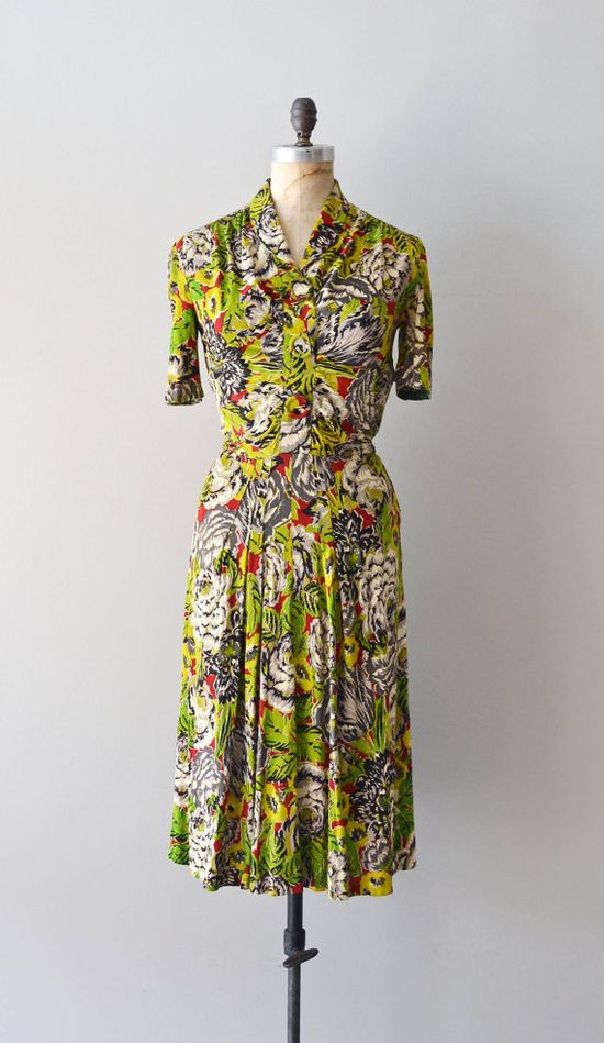 Fantastic colour palette at work in this lovely 1940s dress. #vintage #fashion #1940s #green