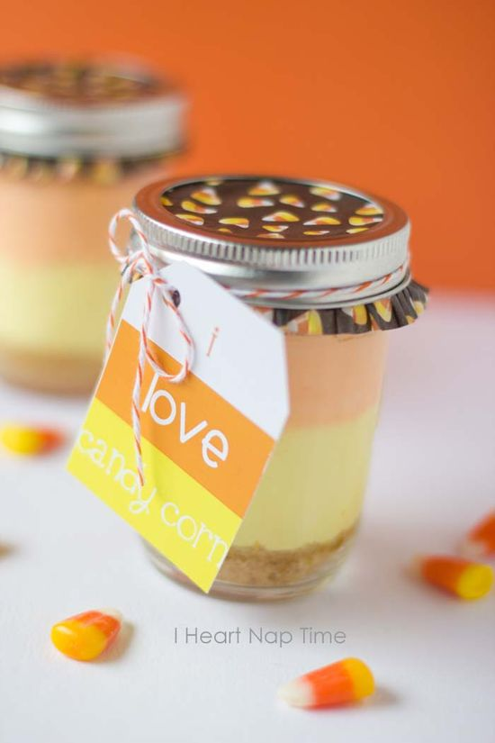 Candy corn cheesecakes in a jar with FREE printable. These are delicious! iheartnaptime.net #Halloween #desserts