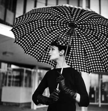 How to look impossibly chic on even the rainiest of springtime days. #umbrella #polka_dots #hat #gloves #vintage #retro #fashion #clothing #1950s