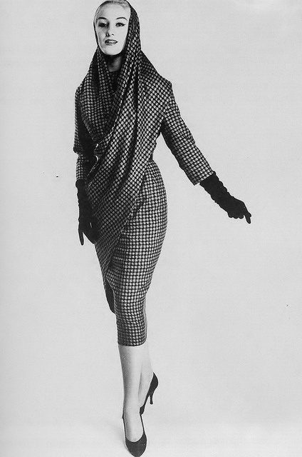 A attention-grabbing sari-inspired day ensemble from 1957 that I would so love to wear, if given the chance. #vintage #1950s #fashion #gloves