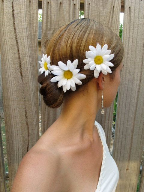 So cute! Since daisies will be my flower at my wedding.