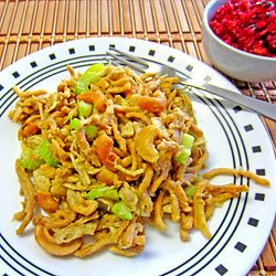 Chicken Cashew Casserole---oooh!  We LOVE Chinese food in our house and this seems quick and easy to put together!